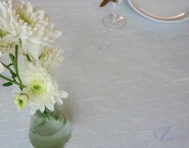 Gris, blanco y lila
