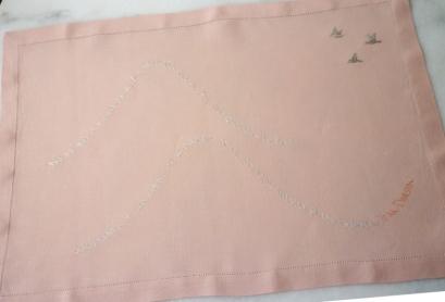 Lino rosa bordado en gris